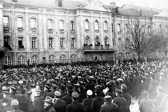 Революция 1905 года разбудила страну. По всей России пошли митинги протеста, рабочие стачки, кровавые столкновения демонстрантов с полицией