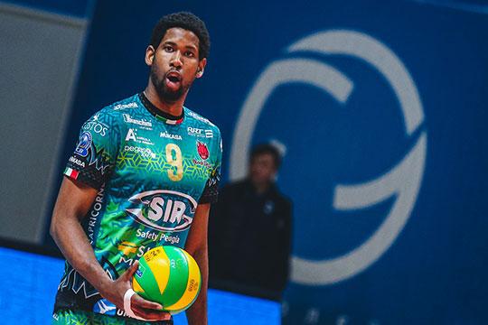 Более 4500 зрителей дали зенитовцам мощную энергетическую подпитку иувидели крутое волейбольное шоу сярким сюжетом— Леон против бывшей команды