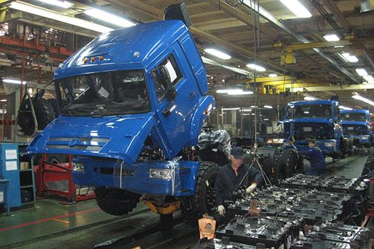 Сейчас на тягачи КАМАЗ-5490 и ряд других моделей ставят кабину от снятой с производства в Европе модели Mercedes Axor, но и эта кабина не соответствует запросам времени
