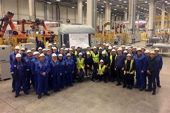 Историческое фото: Первый коллектив нового завода с первой кабиной