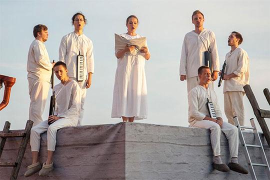 Лариса Гоголевская вручила накануне на торжественной церемонии спецприз оперному спектаклю, поставленному в Свияжске