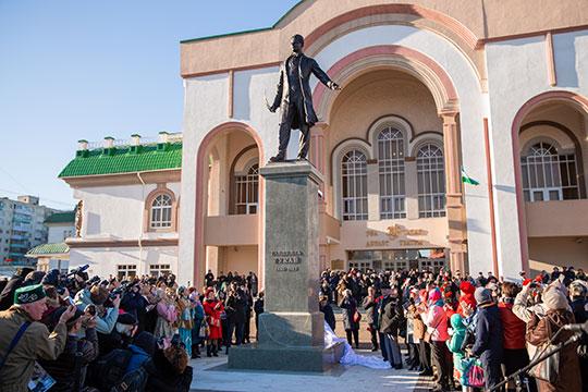 «Если башлык поддержит, то и народ пойдет»: как в Уфе открывали памятник Тукаю