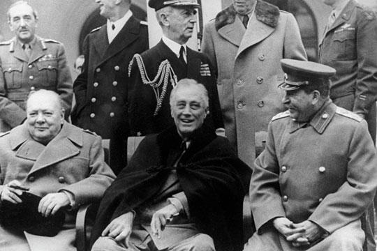 Посмотрите на переписку Сталина (справа) с Рузвельтом (в центре) и Черчиллем (слева), она буквально дышит стратегическим видением войны и дипломатии