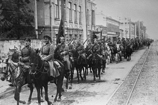 В начале марта 1919 года армии адмирала Колчака перешли в общее наступление против советского Восточного фронта, нанесли ряд крупных поражений РККА и продвинулись на 150–430 км.