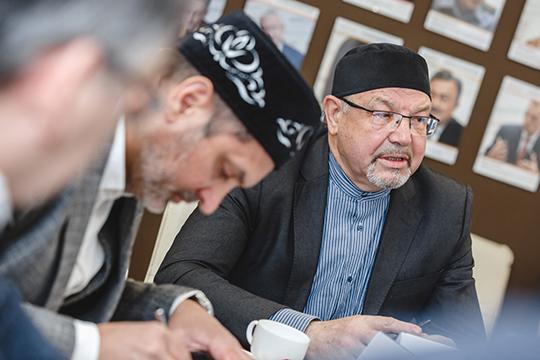Рафик Мухаметшинсделал экскурс висторию, когда татарская интеллигенция также формировала национальную идеологию истолкнулась сисламским фактором