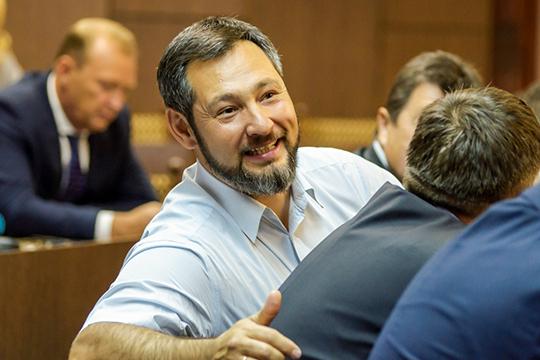 Личный доход Олега Коробченко стал меньше на400тыс рублей, однако часть его бизнеса оформлена насупругу, всвязи счем общий семейный доход составил61,1млн рублей