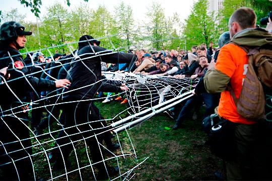 «Кто не скачет, тот за храм!»: как в Екатеринбурге репетируют майдан