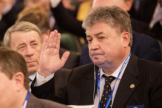 После всех земельных перипетий в Елабуге и не только активно муссируются слухи об уходе Емельянова с поста мэра. Правда, уйдет он, скорее всего, из исполнительной власти в законодательную