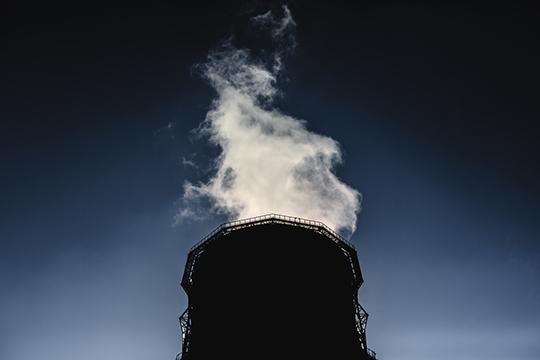 «Во-первых, углекислого газа не так много люди выпускают, во-вторых, одновременно выпускают золу, аэрозоли, которые альбедо Земли увеличивают»