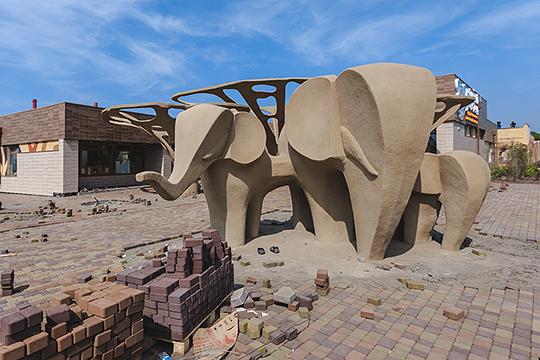 «Как будто попали в«Мадагаскар»: львы, слоны, зебры ждут третий год, чтобы приехать сюда»