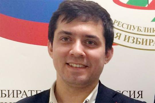 По предварительной версии, Ильнур Хасанов скинул себе на флешку персональные данные избирателей Комсомольского района, а также членов УИК и вынес за пределы избирательной комиссии