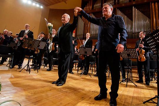 «Последний сезон Органного зала тоже был насыщенным. Мыприглашали замечательных музыкантов, которые моглибы украсить сцены самых лучших залов» (на фото с Владимиром Спиваковым)