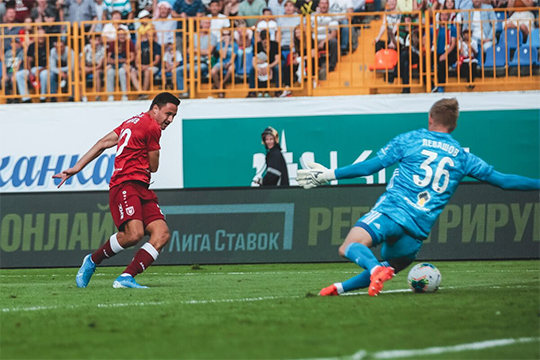 «Награда лучшему игроку матча досталась Евгению Маркову, но кроме гола он ничем не запомнился. За 25 минут с учетом компенсированного времени он не сделал ни одного точного паса»