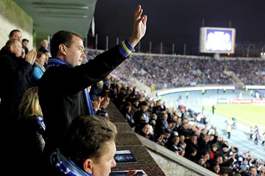 «На стадионах всегда царит атмосфера праздника»: вернет ли Медведев пиво на трибуны?