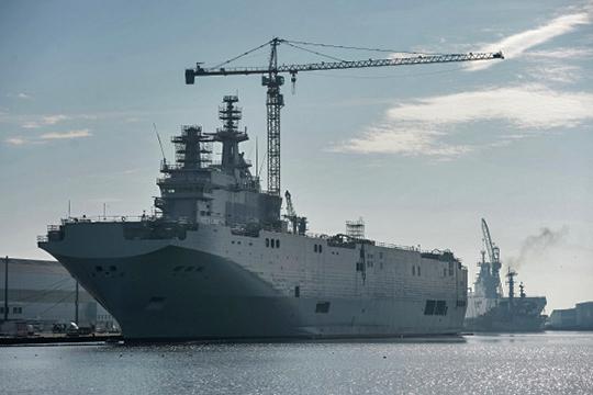 Два универсальных десантных корабля (УДК, их также называют вертолетоносцами) водоизмещением до 15 тыс. т планируется заложить на керченском судостроительном заводе «Залив»