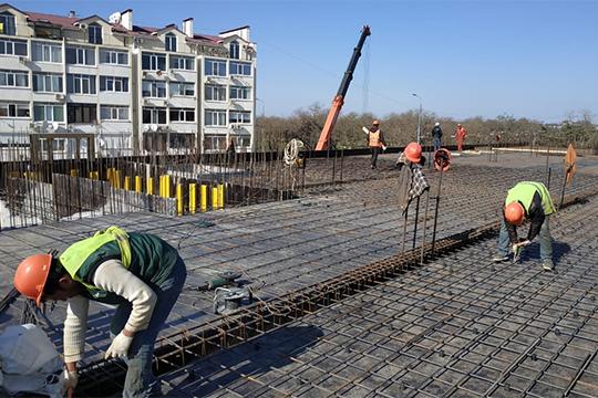 Евгений Николаев рассказал, что компания входит в московскую СРО «Объединение генподрядчиков в строительстве» с допуском на строительство стоимостью до 3 млрд рублей