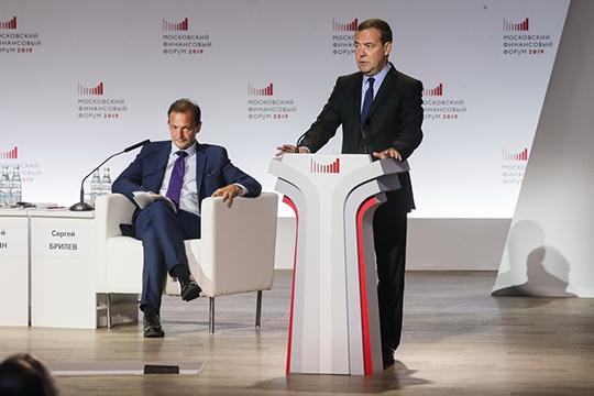 По словам Медведева, правительство завершает работу над законопроектом «О защите и поощрении капитальных вложений». «В этом законе предлагаются довольно важные решения»