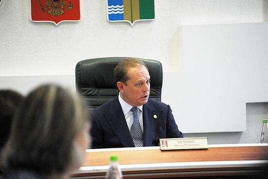Мэр Нижнекамска Айдар Метшин после первых выбросов созвал к себе всех руководителей предприятий города и пообещал найти и наказать виновного