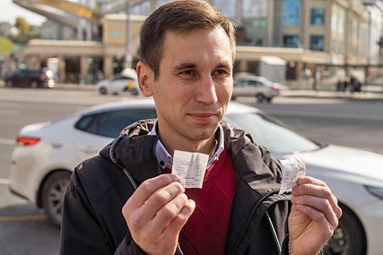 Начальник КРС Ильсур Гарипов лично заходил в автобусы для проверки подлинности чеков оплаты.Утренний рейд с участием представителей СМИ по автобусам трех разных маршрутов не выявил ни одного нарушителя