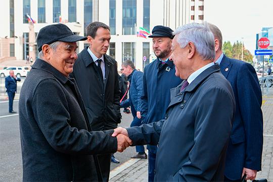 В приподнятом настроении сегодня спешила в ГБКЗ вся политическая элита республики на юбилейное послание президента РТ Рустама Минниханова Государственному совету Татарстана
