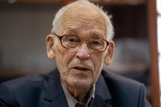 80 лет исполнилось в этом году доктору филологических наук, профессору Марселю Ахметзянову, большая часть жизни которого связана с работой в ИЯЛИ им. Г.Ибрагимова АН РТ