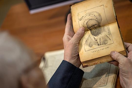 «Книги помогали оставаться в орбите общетюркской цивилизации, поскольку авторы, темы и сюжеты были близки всем тюркам того времени. Да и язык был понятен во всем тюркском мире»