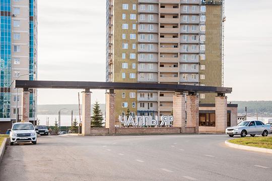 Вэлитном жилом комплексе «Чаллы Яр» продается таунхаус впредчистовой отделке. Четырехэтажный дом площадью 520 кв.м. хозяин оценил в23млн рублей. Прилагаются кнему 20 соток земли