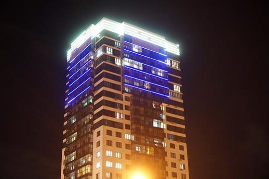 ЖКEuropa Tower.Квартираобставлена мебелью, вдополнение— кинотеатр совстроенной аудиосистемой, технология «Умный дом» ивинный холодильник