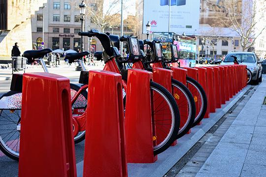 Подуше пришлись икрасные велосипеды. «Они всюду: удомов, наплощадях, около супермаркетов. Яподумала, как былобы здорово, еслибы такое было ивнашем городе»,— мечтательно сказала Нигматзянова.