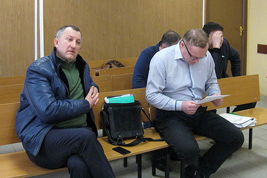 В январе были прекращены полномочия гендиректора Джамиля Саляхова (слева). Он также был совладельцем предприятия, и в апреле подал в Арбитражный суд РТ иск к заводу, требуя выплаты своей доли