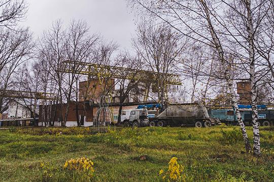 Саляхов предлагал снести одну из производственных площадок завода и построить на нем многоквартирные дома из современного монолита