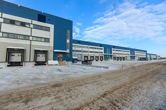 Неудача проекта и его продажа федеральному игроку — полностью в русле тенденций на рынке складской недвижимости Татарстана последних лет. Можно вспомнить громадные «Биек Тау» и Q-Парк (на фото)