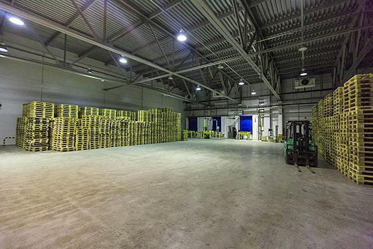 Комплекс «Айс Билдинг» включает в себя пять зданий: два склада по 300 паллетомест, автоматизированный склад на 5900 паллетомест высотой в 13 ярусов и зону экспедиции площадью 1200 кв. м