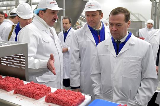 Агрохолдинг «Мираторг», принадлежащий братьям Виктору (в центре) и Александру Линникам, входит в список системообразующих агропромышленных предприятий России с оборотом более 125 млрд рублей в год