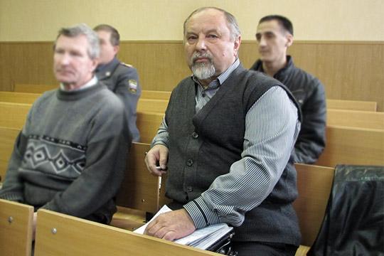 Пословам дедушкиМаши,Геннадия Игнарина (справа), девочка очень тяжело переживала гибель отца