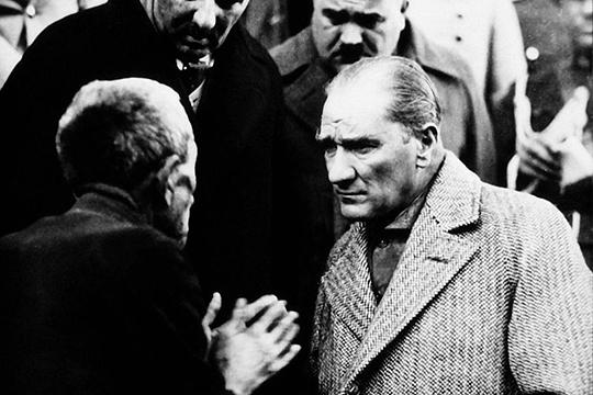 «Турки — умные люди: они не отвергают роль Мустафы Кемаля Ататюрка в своей истории. Тем не менее, социальная структура страны поменялась, и мусульманская идентификация населения опять вышла на первый план»