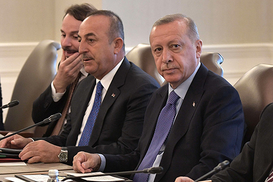 «Для Эрдогана так важно переместить большую часть беженцев обратно на территорию Сирии. Я думаю, что по этому поводу договоренности между Москвой и Анкарой уже достигнуты»