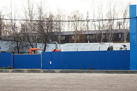 Габделхаковы предложили переставить КАМАЗы на их территорию. Следком оказался не против, и грузовики переехали на стоянку РБА, которая находится в Челнах на Автозаводском проезде