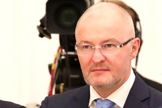 Роман Троценко должен был выкупить у госкорпорации долги завода в $1,5 млрд за $900 млн, а в обмен в результате сложной сделки консолидировать все 100% акций предприятия