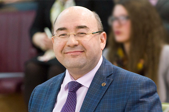 Радиф Замалетдиноввнес предложение провести в2020-м году расширенное выездное заседание Совета порусскому языку вКазани набазе КФУ