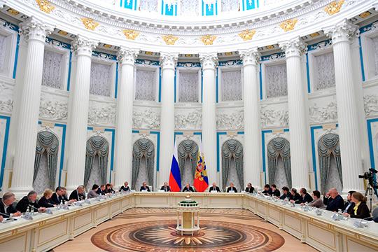 Владимир Путинпровел заседание Совета при президенте порусскому языку, накотором обсуждались вопросы популяризации «великого имогучего». Казалосьбы, что может быть более мирным, чем заявленная тема?