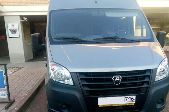 Микроавтобус «Газель»СОБРа был припаркован возлеофиса ПСО «Казань» наулице Толстого, где шли многочасовые обыски