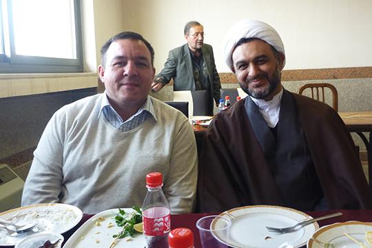 «Я (слева)посещалИран дважды в2014 и2015 годах. Тогда общая ситуация там была намного лучше чем сейчас, начался процесс поэтапного снятия санкций, что дало толчок развитию экономики Ирана»