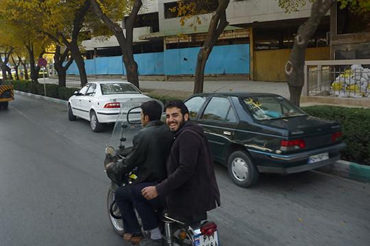 «Иранцы посвоему менталитету— очень свободолюбивый народ, который нетерпит какого-либо диктата— внешнего или внутреннего»