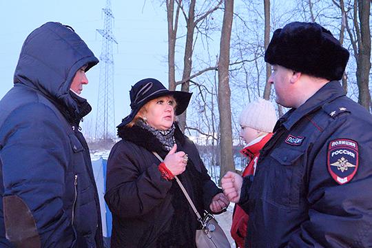Сегодня к протестующим приехал сотрудник полиции, который рассказал, что срок на подготовку ответа — 30 дней, и в течение этого времени они ничего сделать не могут