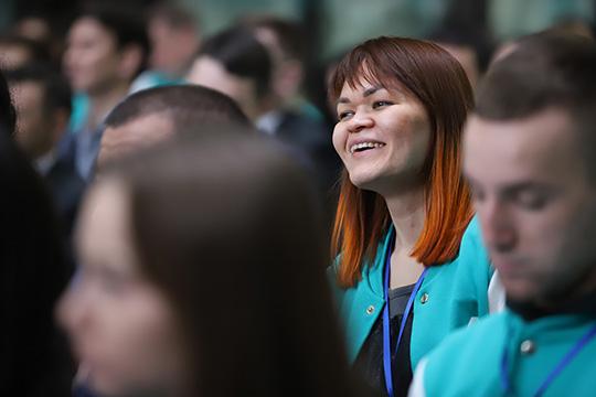 Когогина также призвала делиться идеями, ипообещала, что республика ихподдержит. Сулеймановже согласился стем, что надо активнее вовлекать вмероприятия тех, кто младше 14 истарше 30