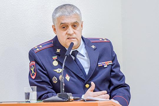 Самая яркая фигура среди наказанных, безусловно, Роберт Хуснутдинов, руководитель оперативного управления МВД