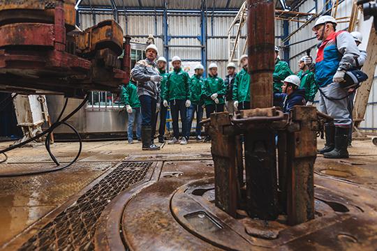 «Санкции сыграют свою роль в плане тех технологий и оборудования, которые были приобретены российскими компаниями, прежде всего, нефте- и газодобывающими. Это оборудование изнашивается»