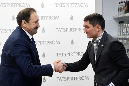 «Это талантливый человек, и «Татспиртпром» даже немножко «не его» — у него диапазон шире. После ухода из «Татспиртпрома» он может заниматься чем угодно: Миннахметов — очень сильный организатор»