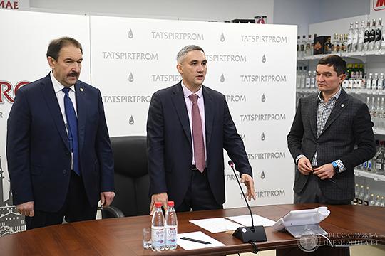 Сегодня Ирек Миннахметов покинул «Татспиртпром», а премьер-министр Алексей Песошин представил топ-менеджменту компании нового шефа — им стал Руслан Максудов, ранее работавший в АО «Связьинвестнефтехим»